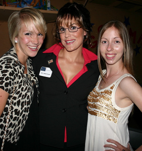 Photo of Sarah Palin & his friend   -