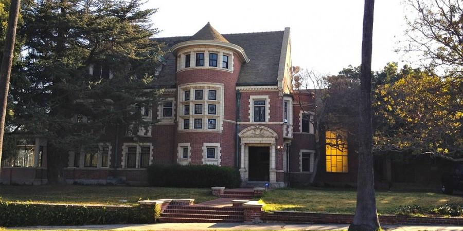 American horror story murder house the los angeles tour for Murder house for sale american horror story